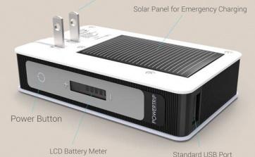 Le POWERTRIP est un chargeur pour appareils mobiles (cellulaire, tablette, etc.) avec 3 sources de chargement. La batterie de 6000 mAH peut charger votre téléphone de multiples fois et ajouter des heures de vie à votre tablette. Rechargeable à partir d'un port USB, directement branché à une prise électrique ou en cas d'urgence grâce à des panneaux solaires. Le POWERSTICK est vainqueur d'un prix CES. Ajouter une mémoire flash (optionnel) et votre chargeur sera aussi un espace de sauvegarde. Le boitier est noir avec un zip.